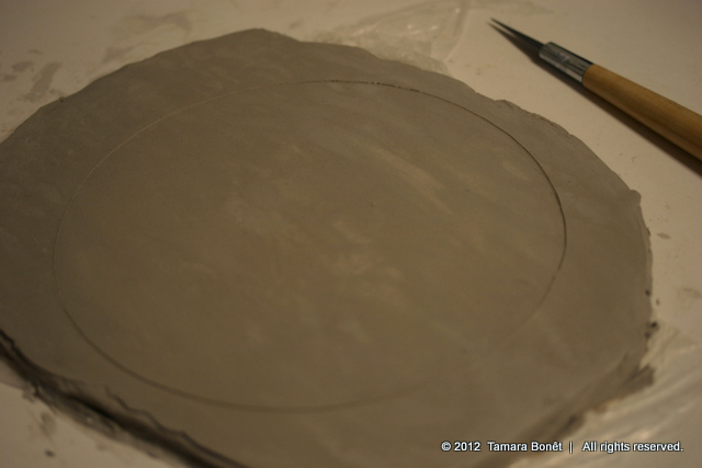 Cut out the clay circle out of the rolled out clay.